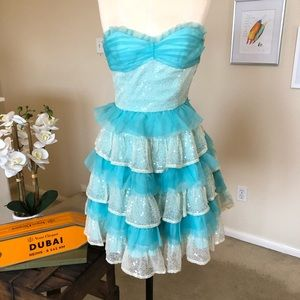 BETSEY JOHNSON strapless tiered ruffle party dress